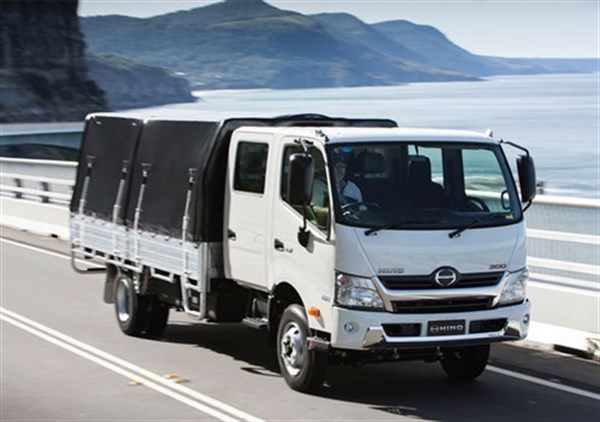 Hino Trucks Reviews >> Hino 300 Series 921 Crew Cab Truck Review