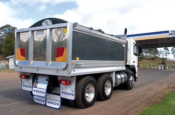 Fuso ,-Volvo ,-Tippers ,-6x 4,-truck ,-review ,-ATN5